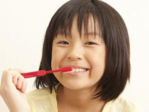 お子様の大切な歯を守るのは大人の役割